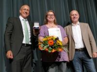 Bürgermeister Stefan Altenberger, Ehrenmedaillenträgerin Ilona Steichele, Gemeinderat Andeas Wersch