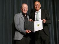Ehrenbürger Wolfgang Riethmüller und Bürgermeister Stefan Altenberger