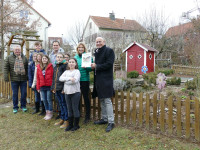 Übergabe des 500 Euro-Schecks an die Schulgarten AG