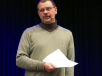 Medienberater Buermann spricht ueber Smartphones und Co.