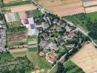 Luftbild des Hangweide-Areals am Rommelshausener Ortsrand