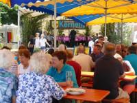Geselliges Beisammensein auf dem Stettener Straßenfest