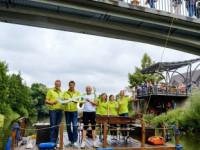 Stabübergabe von Remseck an Kernen auf einem Floß im Neckar