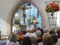 Bürgermeister Stefan Altenberger spricht zur Eröffnung der Blumenschau in der Mauritiuskirche