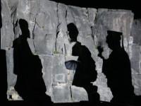 Schattenspiel an der Felsenwand