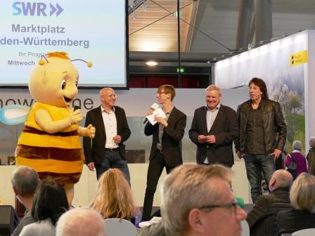 Akteure auf der SWR-Showbühne: Maskottchen Remsi, Bürgermeister Stefan Altenberger, Moderator, Wolf Grünenwald, Siggi Schwarz