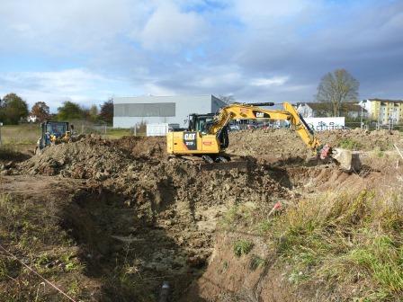 Baggerarbeiten für Entwässerung und Lärmschutzwall